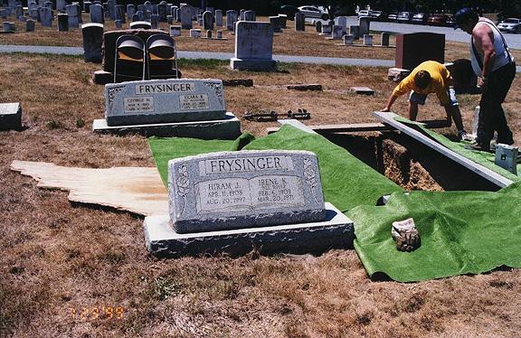 grave99.jpg (194002 bytes)
