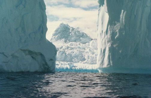 antarctica10.jpg (67765 bytes)