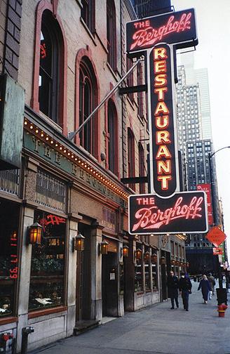 chicago01.jpg (146971 bytes)