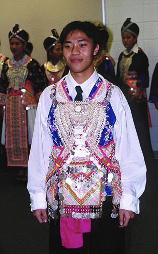 hmong01.jpg (132437 bytes)