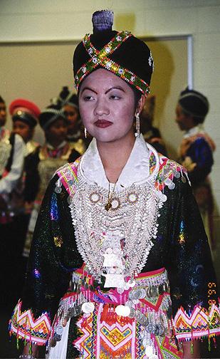 hmong02.jpg (144584 bytes)