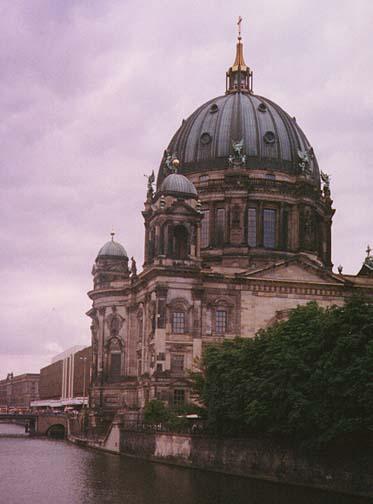 berlin3.jpg (60302 bytes)