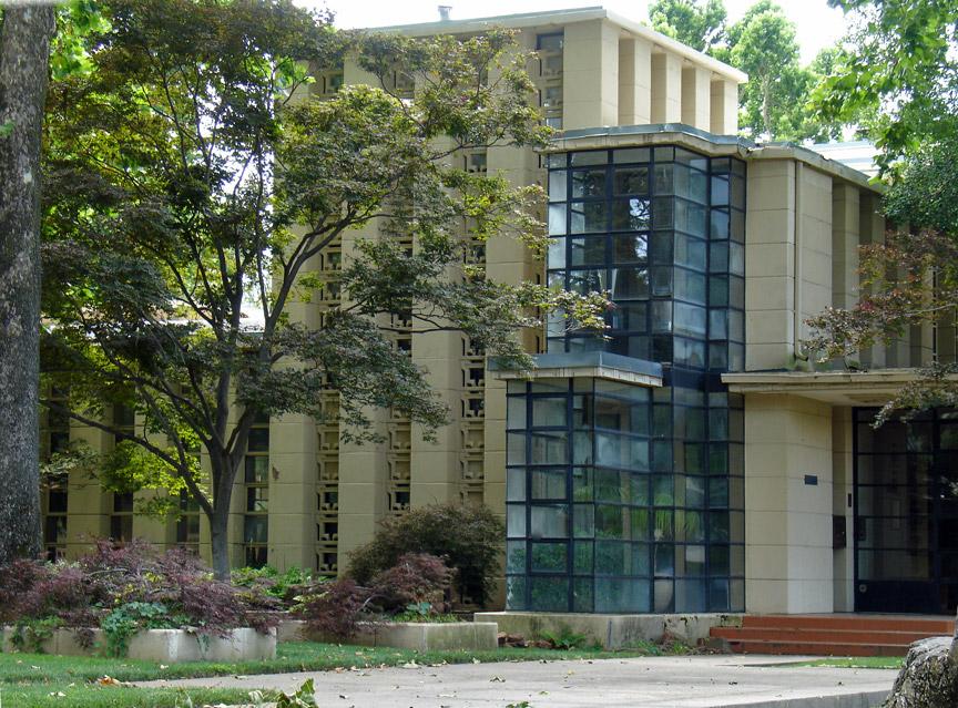 Westhope a frank lloyd wright designed residence tulsa for Frank lloyd wright oklahoma